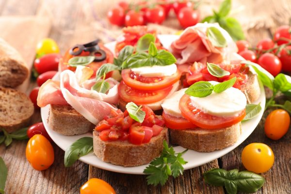 canape with tomato, mozzarella and basil